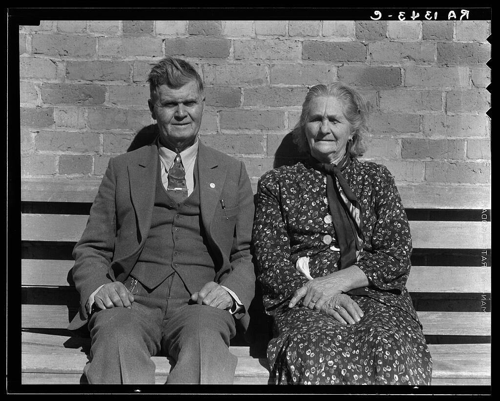 Dorothea Lange - Latter Day Saints portrait group, 1936