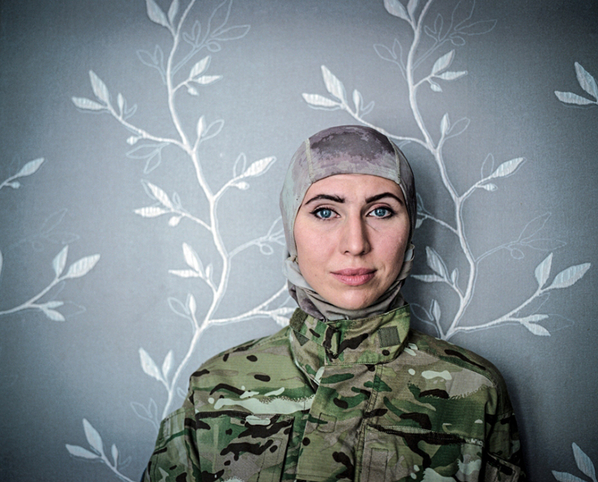Justyna Mielnikiewicz - Amina Okuyeva, doctor turn soldier poses for the photo in Odessa