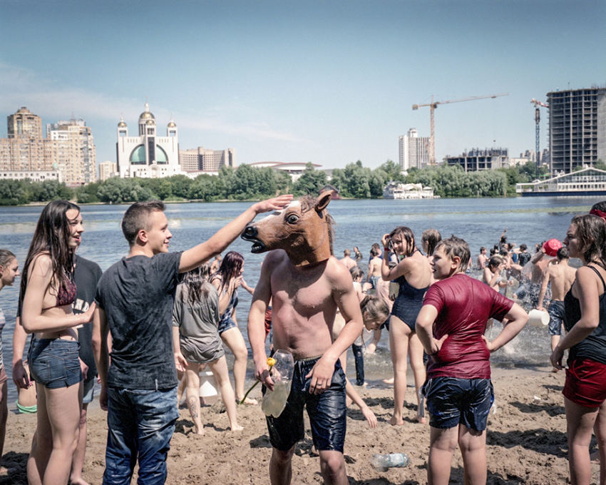 Justyna Mielnikiewicz - Youth plays at the city beach on Dnieper River in Kiev