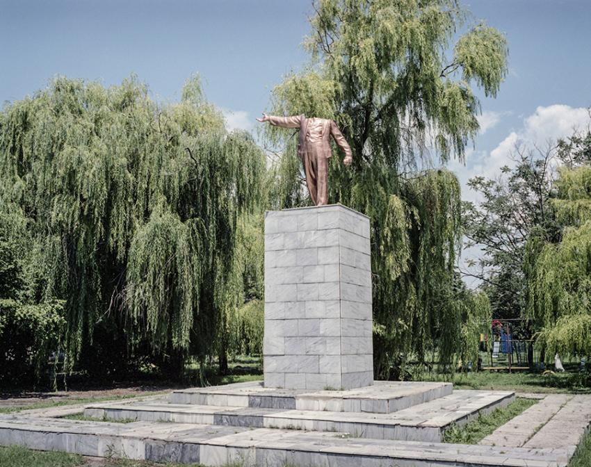 Justyna Mielnikiewicz - Headless statue of V.Lenin, Dniprovka Village