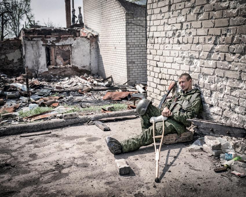 Justyna Mielnikiewicz - Pro-Russian Rebel Sergey seats by Donetsk Airport