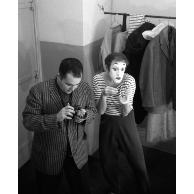 Marcel Marceau mimicking Art Shay