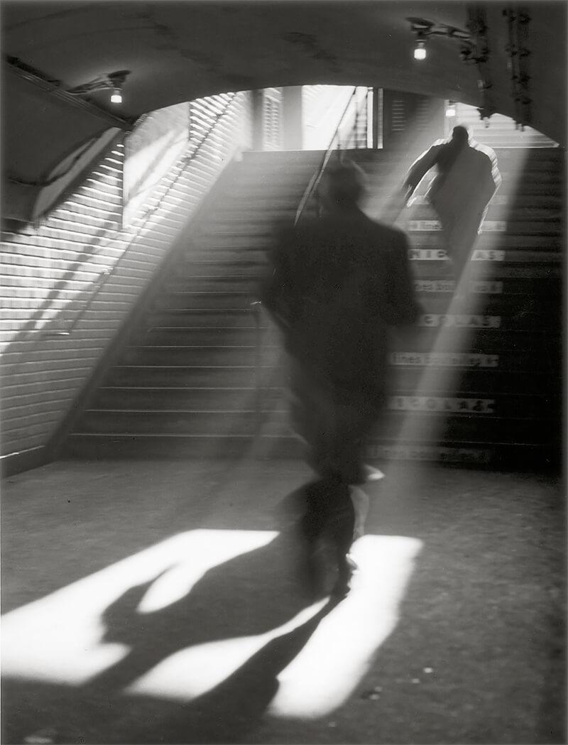 Sabine Weiss - Sortie de métro