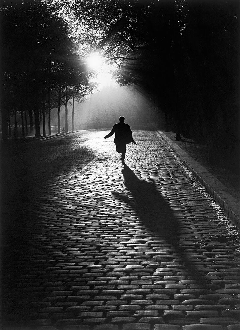 Sabine Weiss - L'homme qui court, Paris