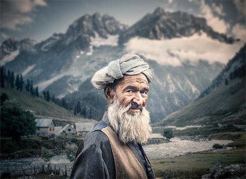 Kashmir by Mahmoud Yakut