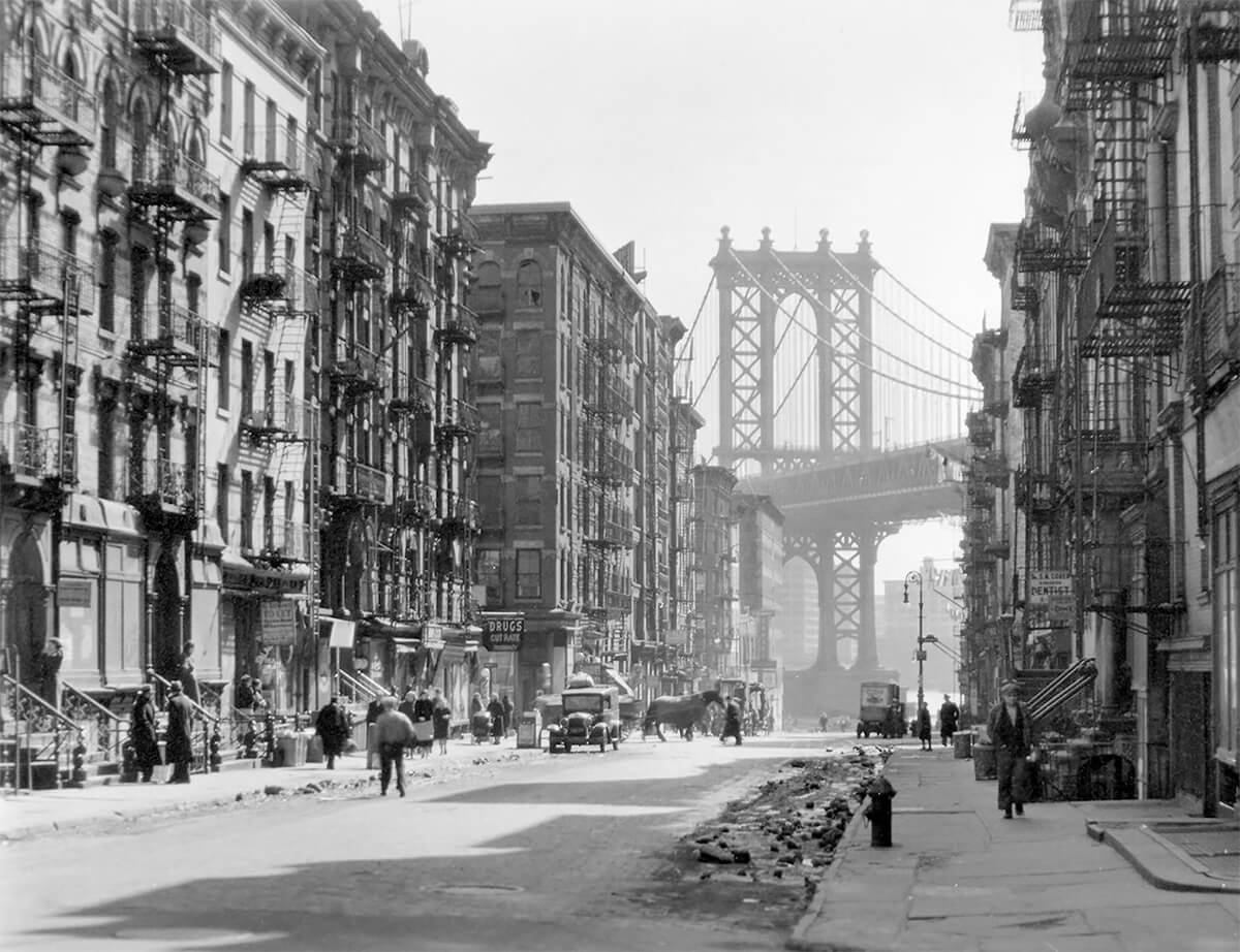 Pike and Henry Street by Berenice Abbott in 1936 ©New York Public Library<p>© Berenice Abbott</p>