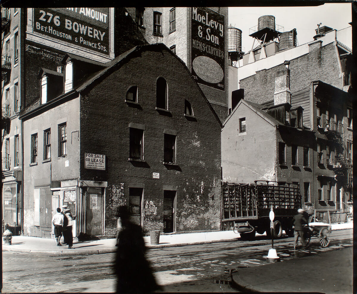 Mulberry and Prince Streets, Manhattan<p>© Berenice Abbott</p>