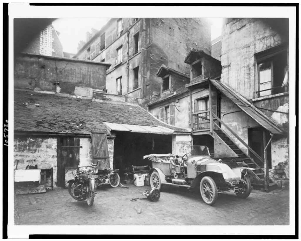 Cour, Rue de Valence, between 1895 and 1927<p>© Eugène Atget</p>