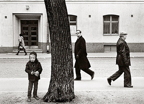 People in the street, Helsinki, Finland 1983<p>© Kristoffer Albrecht</p>