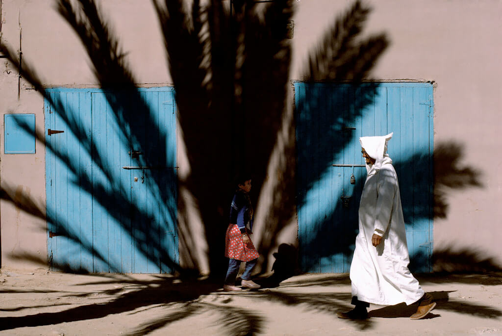 Near the tomb of Ma el Ainin, Tiznit, 1987<p>Courtesy Magnum Photos / © Bruno Barbey</p>