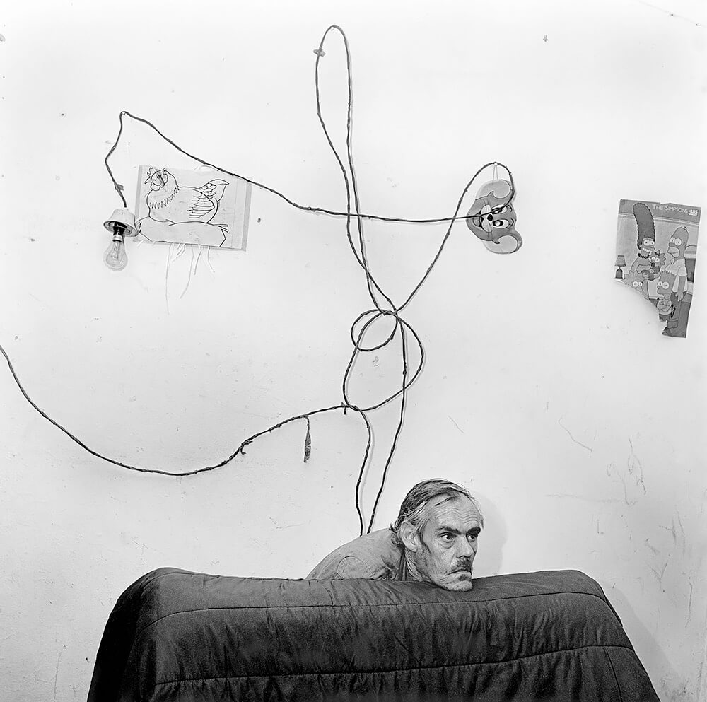 Roger Ballen - Head Below Wires, 1999