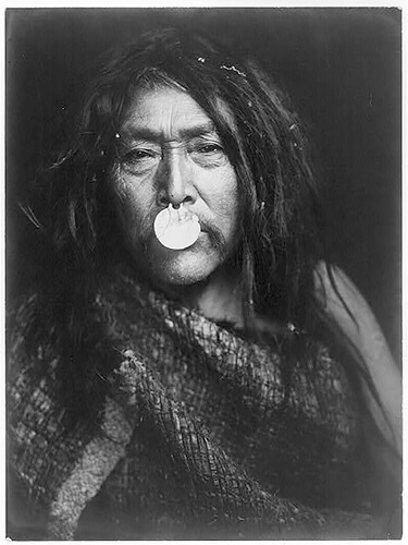 Edward S. Curtis - Naemahlpunkuma-Hahuamis 1914 ©Library of Congress, Prints & Photographs Division, Edward S. Curtis Collection