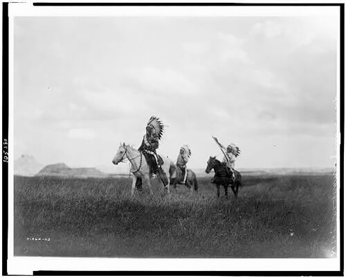 Edward S. Curtis - The march of the Sioux 1905 ©Library of Congress, Prints & Photographs Division, Edward S. Curtis Collection
