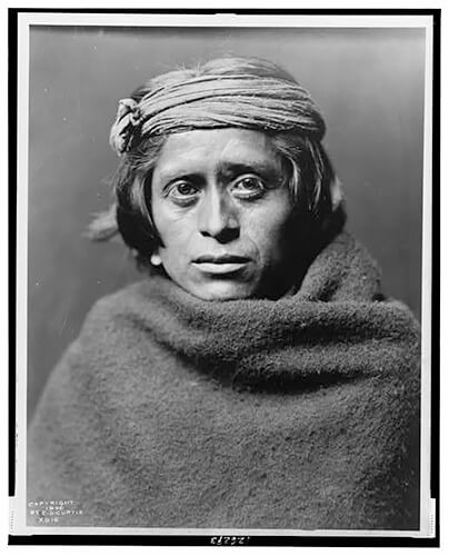 Edward S. Curtis - A Zuni man 1903 ©Library of Congress, Prints & Photographs Division, Edward S. Curtis Collection