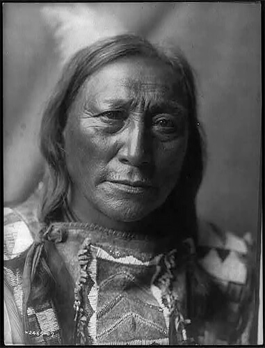 Edward S. Curtis - Hollow Horn Bear-Brulé 1907 ©Library of Congress, Prints & Photographs Division, Edward S. Curtis Collection