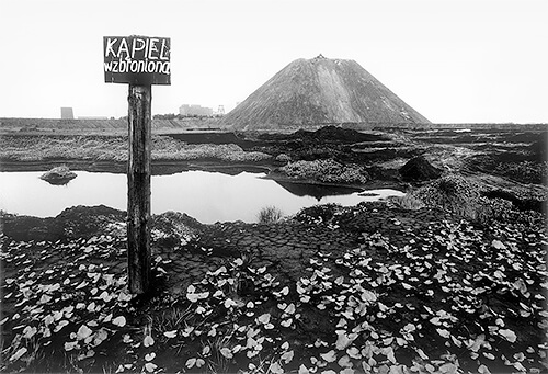 Swimming prohibited. A slagheap of 1 May May Mine, 1978<p>Courtesy MMX Gallery / © Michal Cala</p>