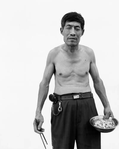 Migrant worker 8, 2011<p>Courtesy Galerie Paris-Beijing / © Song Chao</p>