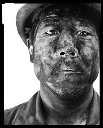 Miners I, 22, 2002<p>Courtesy Galerie Paris-Beijing / © Song Chao</p>