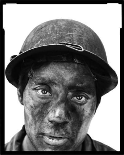 Miners II, 14, 2002<p>Courtesy Galerie Paris-Beijing / © Song Chao</p>