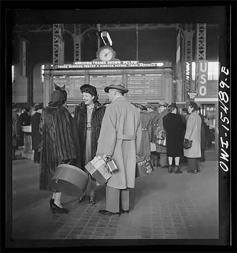 Jack Delano - Chicago, Illinois. Waiting for trains in the train concourse at the Union Station 1943 ©Library of Congress
