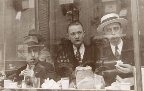 Lunchroom Window, New York, 1929<p>© Walker Evans</p>