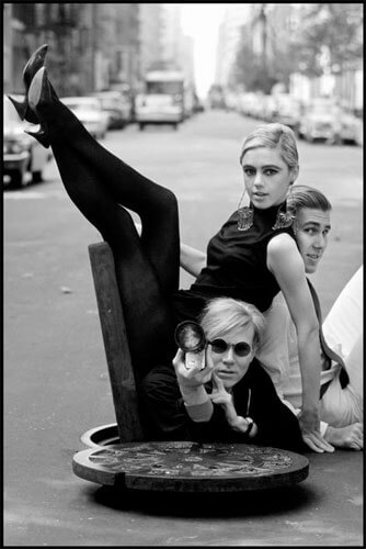 New York City. 1965. Andy WARHOL with Edie SEDGWICK and Chuck WEIN<p>Courtesy Magnum Photos / © Burt Glinn</p>