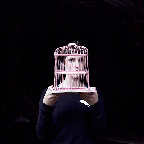 Sadie and the Birdcage<p>© Cig Harvey</p>