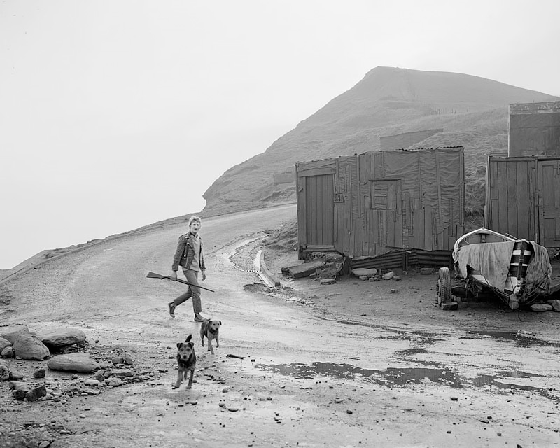 Leso with a gun and his dogs, Skinningrove 1984<p>© Chris Killip</p>