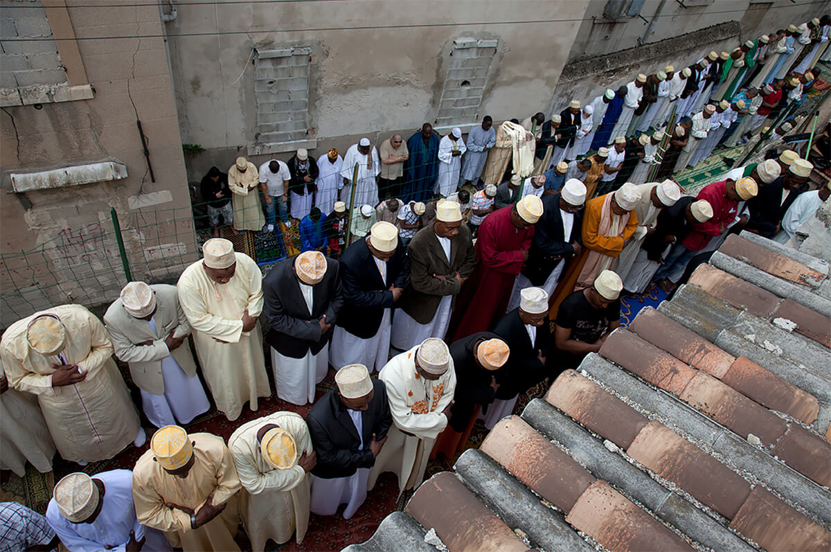 Camorians gather at the Mosque of Gaillard/Felix Pyat for Friday prayers in Marseille, France on Sept. 17, 2010.<p>Courtesy VII Photo Agency / © Ed Kashi</p>