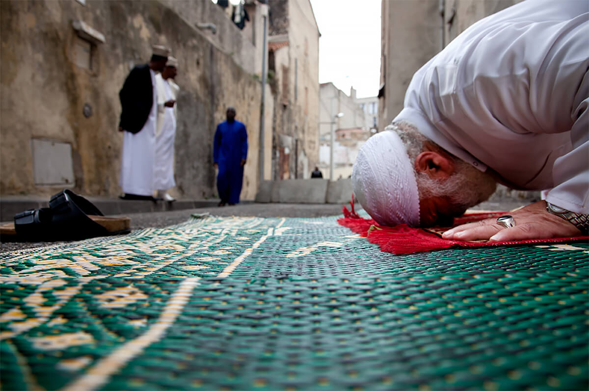 A Camorian prays at the Mosque of Gaillard/Felix Pyat for Friday prayers in Marseille, France on Sept. 17, 2010.<p>Courtesy VII Photo Agency / © Ed Kashi</p>