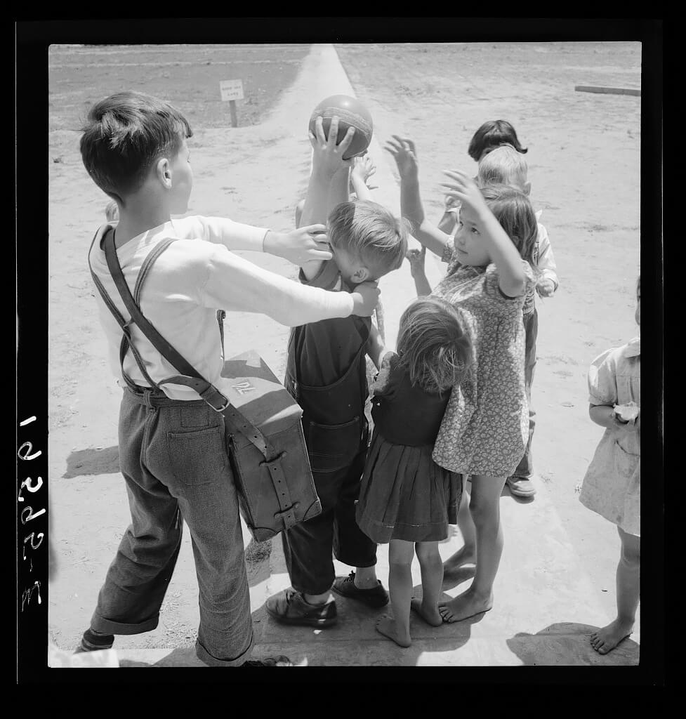 Dorothea Lange - Unemployment benefits aid begins. 1938 © Library of Congress