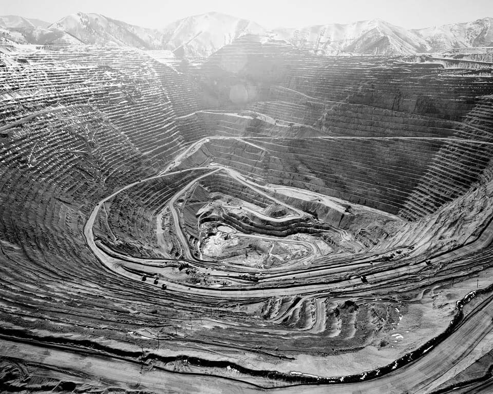 Earth's Largest Excavation, 2,5 Miles Wide and .5 Miles Deep, Bingham Mine, Utah, 2006<p>© Michael Light</p>