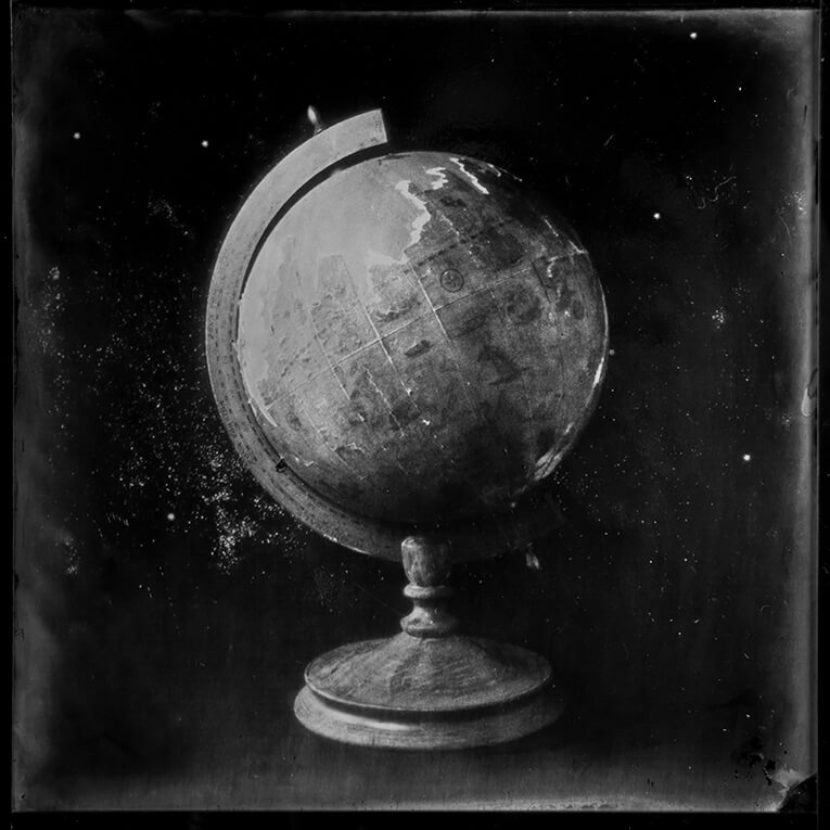 Globe, Ambrotyoe on glass<p>© Patricia Lagarde</p>