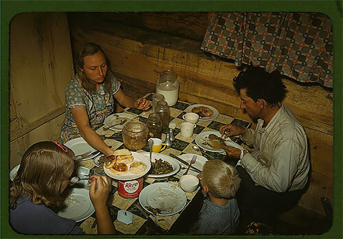 Russell Lee - The Caudill family eating dinner in their dugout, in Pie Town, New Mexico, in late 1940.