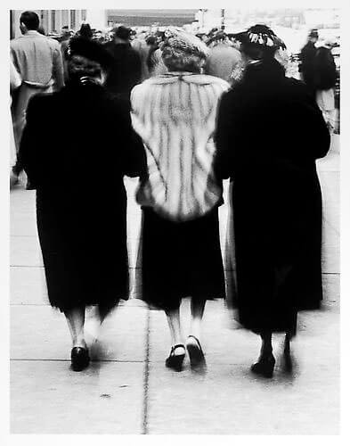 Jay Maisel - Three ladies, rear view mid 1950s