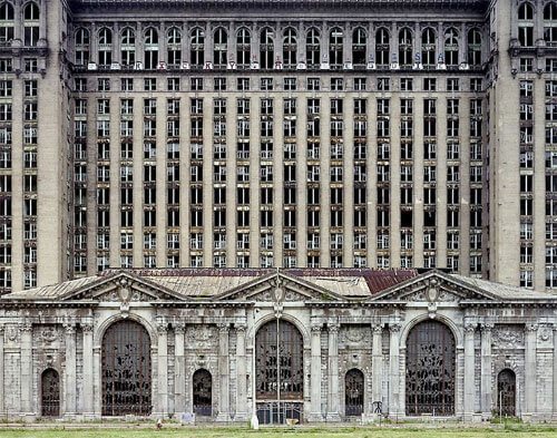 Yves Marchand & Romain Meffre - Michigan Central Station, The ruins of Detroit 2007