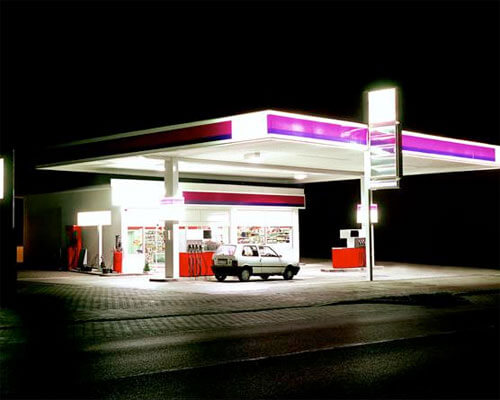 Lila, Gas Station Series, 1998<p>© Ralf Peters</p>