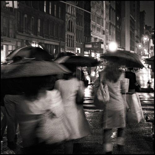 Passing Strangers, from the series Gotham<p>© Sean Perry</p>