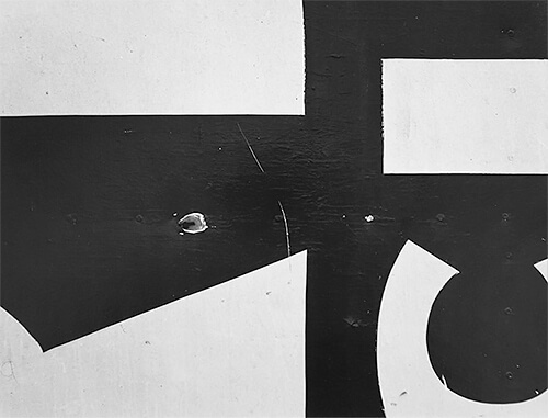 Chicago 16, 1957 © Aaron Siskind Foundation, courtesy of Bruce Silverstein Gallery, NY.<p>© Aaron Siskind</p>