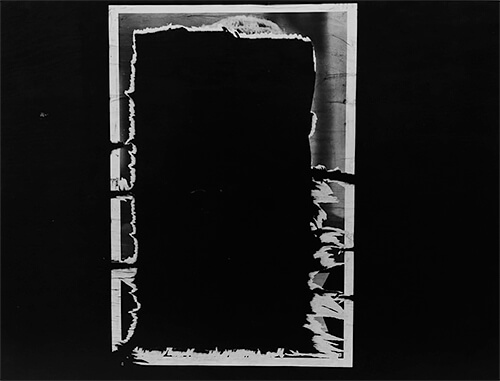 Chicago 16, 1965 © Aaron Siskind Foundation, courtesy of Bruce Silverstein Gallery, NY.<p>© Aaron Siskind</p>