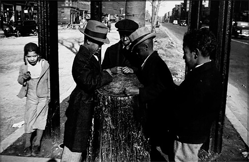 Harlem Document, The Wishing Tree, 1940 © Aaron Siskind Foundation, courtesy of Bruce Silverstein Gallery, NY.<p>© Aaron Siskind</p>
