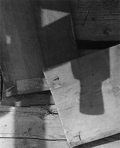 Aaron Siskind - Gloucester 6, 1944 © Aaron Siskind Foundation, courtesy of Bruce Silverstein Gallery, NY.