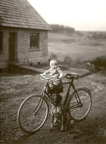 Forester's child, Westerwald, 1931<p>© August Sander</p>