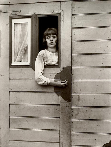 Girl in Fairground Caravan, 1926-32<p>© August Sander</p>