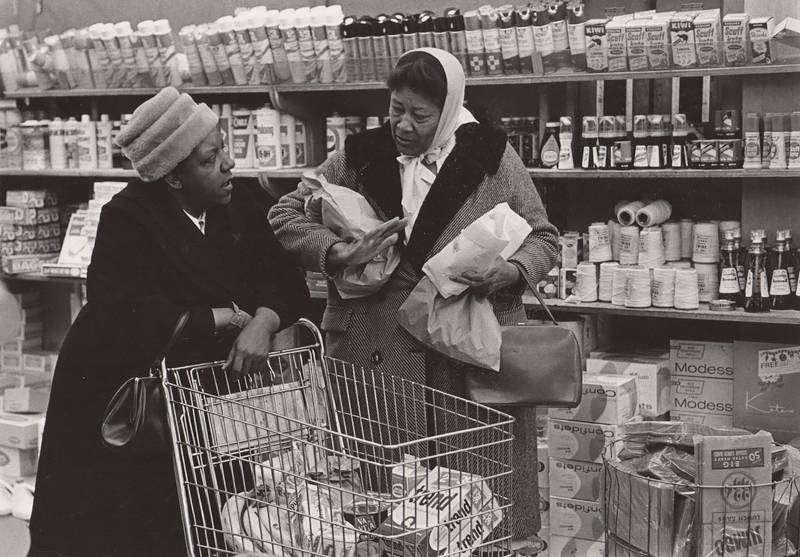 Untitled (two woman grocery shopping), c. 1960's<p>© Ed Sievers</p>