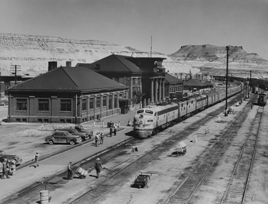 Westbound City of Los Angeles 2 p.m. Train #103 at Green River, WY, City of San Francisco 1:40 p.m. in Far Distance, 1952<p>© Richard Steinheimer</p>