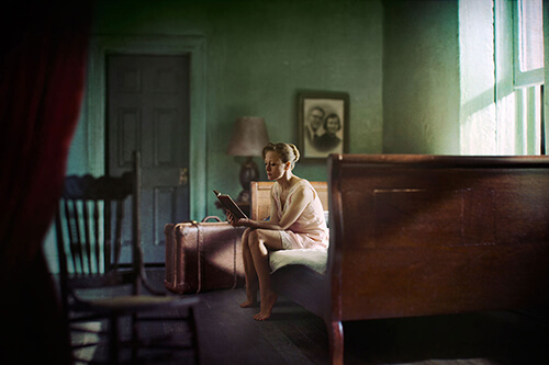 Woman reading<p>© Richard Tuschman</p>