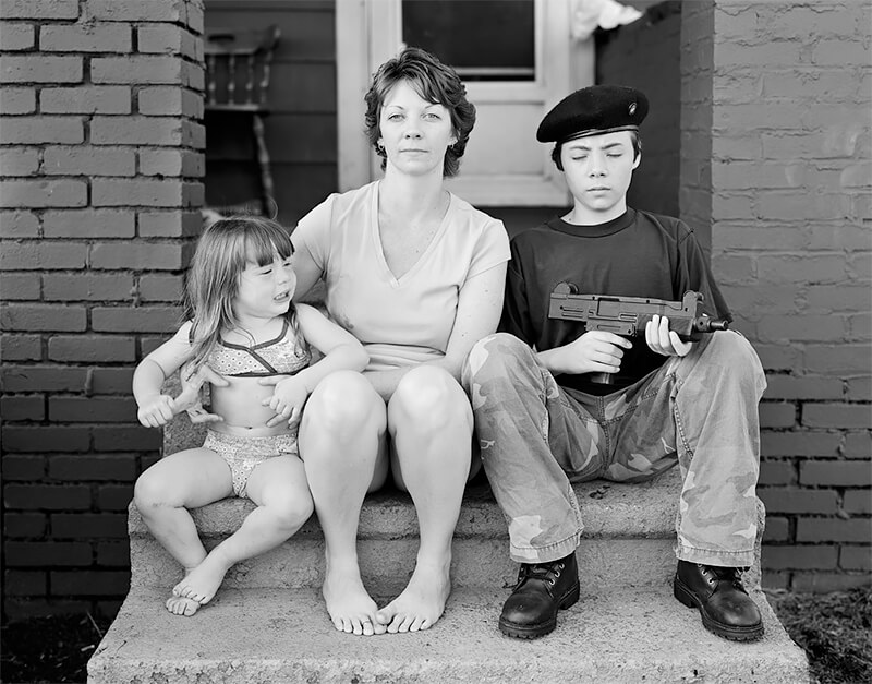 Arathea Booth with children Elizabeth Dunn and Gabriel Booth, Barberton, OH, 2004<p>© Joe Vitone</p>
