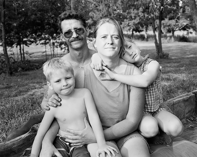 Keith and Coleen Morlan with their children, Charlie and Jessica, Norton OH, 1999<p>© Joe Vitone</p>