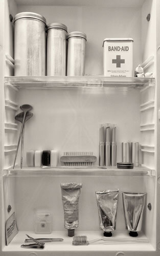 Medicine Cabinet, Oregon, 2008<p>© Cara Weston</p>